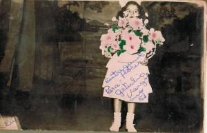 Maria da Glória Godoy , entregando buquê de flores ao Presidente Getúlio Vargas em 1951, na inauguração da Praça Getúlio Vargas em Foz do Iguaçu.