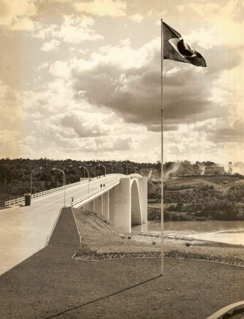 Ponte Internacional da Amizade dos tempos idos e mas esquecidos..