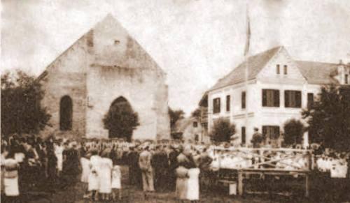 1° Igreja de Foz do Iguaçu ainda em construção e a Casa Paroquial. ( Centro histórico da cidade). Dec.40