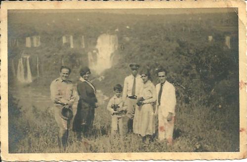 Dr. Heleno, D. Jurema e amigos nas Cataratas do Iguaçu... ( Foto: R.S.D.)