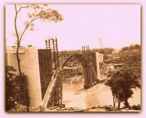 Construção da Ponte Internacional da Amizade.
