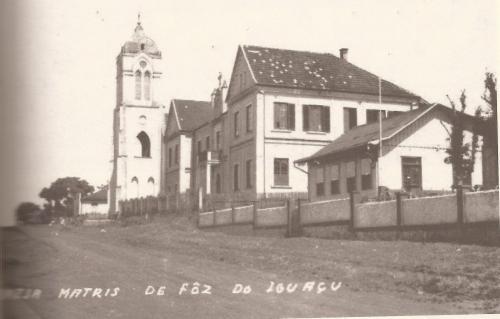 Igreja Matriz São João Batista e Casa Paroquial. (Final da dec de 40).