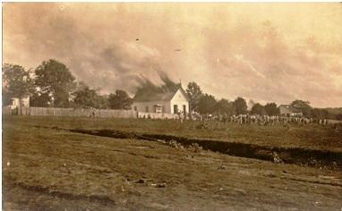 Igreja Matriz São João Batista, na época Capela, quando pegou fogo. ( 03/maio/1925).
