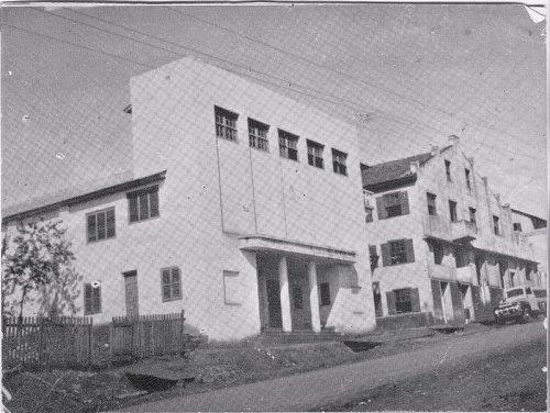 Primeiro Cinema da 'terrinha', Cine Star, hoje no local funciona a Loja Calce Pague próxima ao HSBC da Av. Brasil.