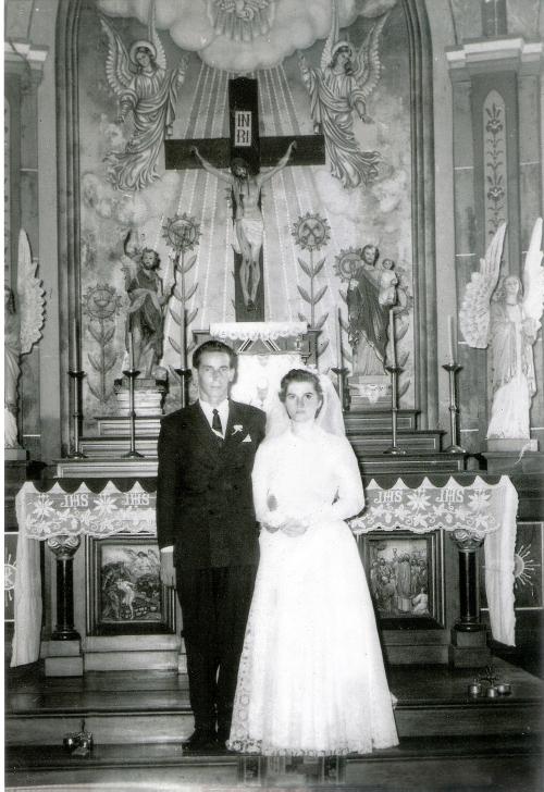 Registro relíquia do casal no altar da Igreja Matriz São João Batista.