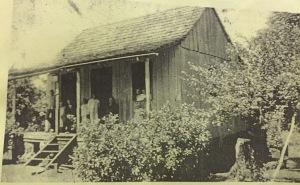 Residência do Sr. Mariano Paganotto no 2° Distrito de Foz do Iguaçu ( Porto Belo), que também serviu como Escola Municipal em 1928.
