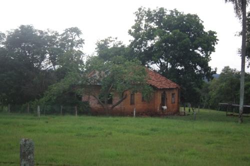 Registro da história de Foz do Iguaçu. O que restou da casa em tijolos a vista construída pelo pioneiro Augusto Araujo nos anos 40.
