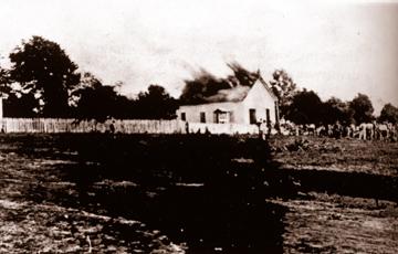 No 'click' de Harry Schinke, o incêndio da 1° Igreja de Foz,em 1925. Hoje Matriz S.J.B,.