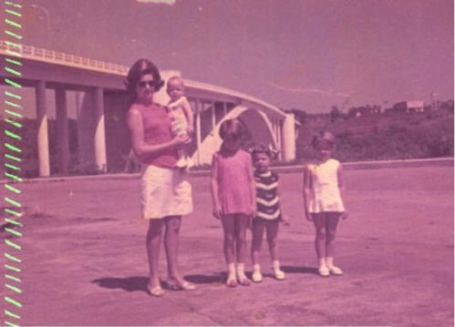 Familia Jenzura na Ponte da Amizade em 1968: Maria José,Jefferson,Roselene,Simone e Rita.