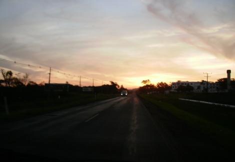 O por do sol na 'terrinha' visto da estrada das Cataratas é fabuloso...observem com carinho neste CLICK.