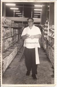 Padre Germano Lauck em 1973. Benção da inauguração do Supermercado Três Fronteiras. (Acervo: Loty Ferreira).