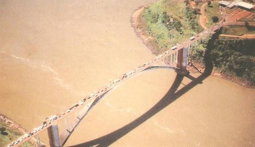 Ponte Internacional da Amizade .