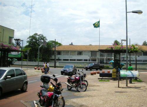 Início da Av. Brasil com o 34°BIMTz ao fundo. (Foto: MAEL , 21.10.09)