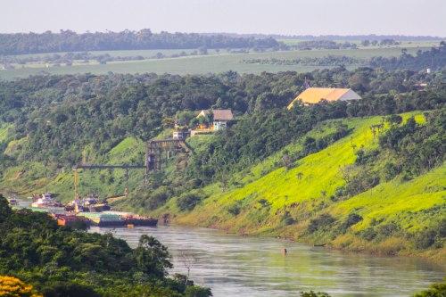 O majestoso rio Paraná.