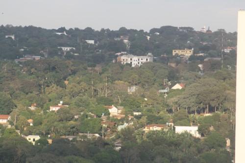 Presidente Franco no Paraguai com vista do centro de Foz do Iguaçu...