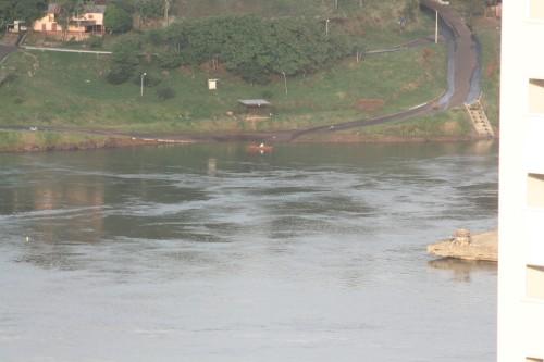 Rio Paraná....(pescador ao lado paraguaio).
