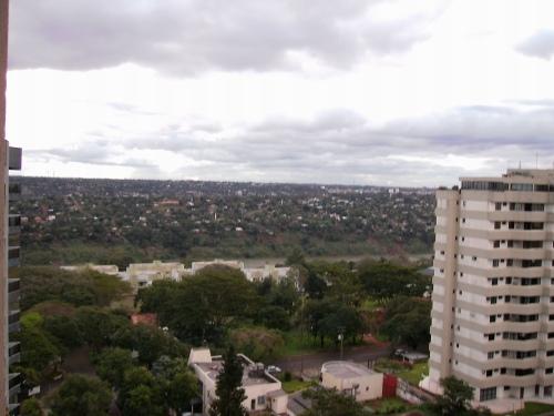 Do centro de Foz a vista do Rio Paraná e ao fundo Puerto Franco, no Paraguai.